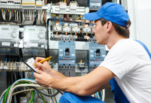 electrician-to-inspect-electric-wiring